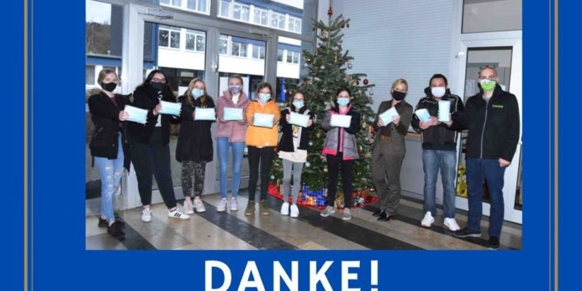 MOM spendet 4.000 Masken für die Städtische Realschule Balve